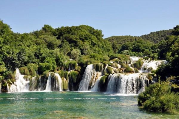 Impresionante salto de agua del río Krka, Croacia