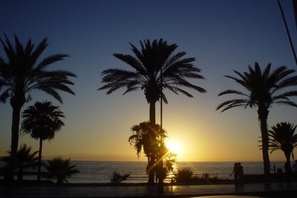 Puesta de sol en Playa de las Américas (Santa Cruz de Tenerife, España)