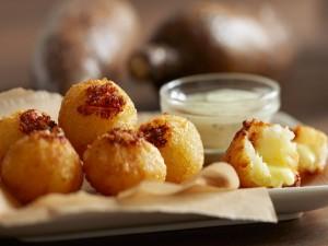 Postal: Bolitas de patata rellenas de queso