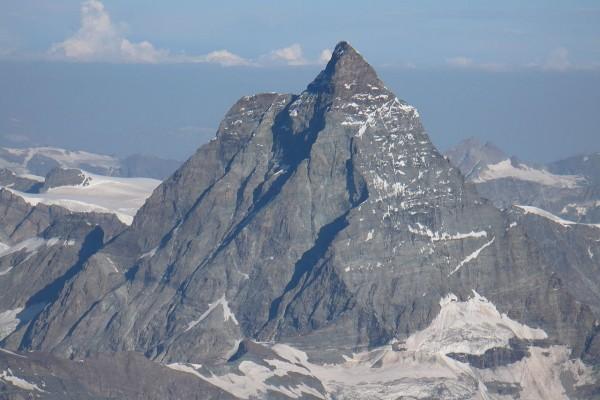 Caras sur y oeste del Monte Cervino, vistas desde el lado italiano
