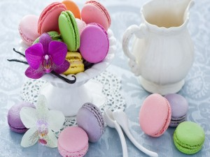 Exquisitos macarons y bellas orquídeas