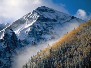 Postal: Una gran montaña con nieve
