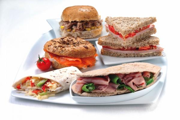 Sándwich en diferentes tipos de pan y con rellenos variados