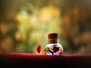 Postal: Nota de amor en un frasco de vidrio
