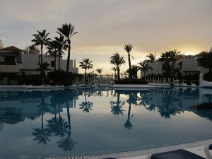 Sensacional piscina junto a unas bellas casas