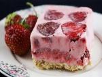 Helado de fresas con bizcocho