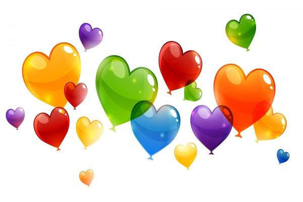 Varios globos en forma de corazones con bonitos colores