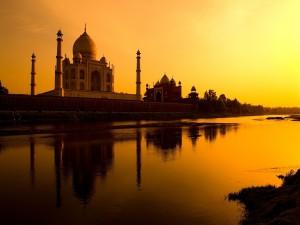 Precioso atardecer en el Taj Mahal
