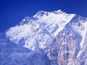 Postal: El sol iluminando la cima de la gran montaña