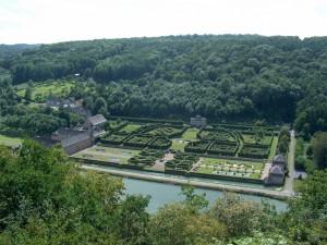 Postal: Vista general del castillo de Freÿr  (Bélgica)