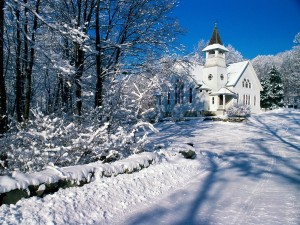 Postal: Nieve en el camino a la iglesia