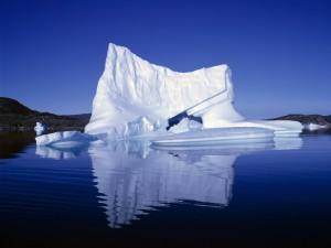 Postal: Iceberg reflejado en el agua
