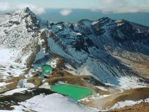Postal: Vista de dos lagos en las montañas