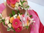 Tarta cubierta de flores primaverales