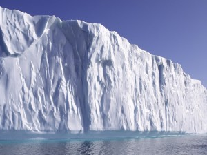 La pared de un gran iceberg