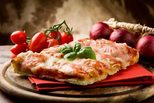 Porción de pizza casera