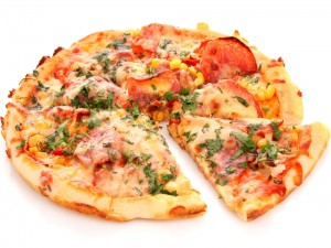 Pizza con variados y ricos ingredientes