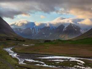Postal: Río en el valle