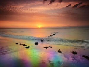 Luz y color al amanecer en el mar