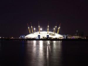Postal: El Millennium Dome iluminado en la noche (Londres)
