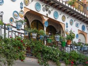 Postal: Un balcón del barrio de Albayzin (Granada, España)