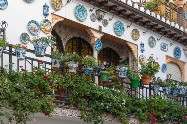Un balcón del barrio de Albayzin (Granada, España)