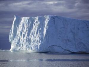 Postal: Nubes grises sobre el iceberg