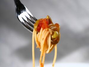 Postal: Espaguetis enrollados en un tenedor