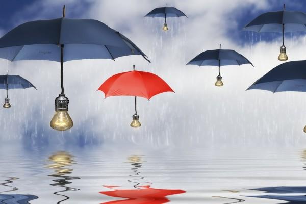 Paraguas con bombillas iluminadas