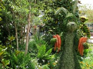 Escultura tallada en un arbusto del conejo amigo de Winnie the Pooh