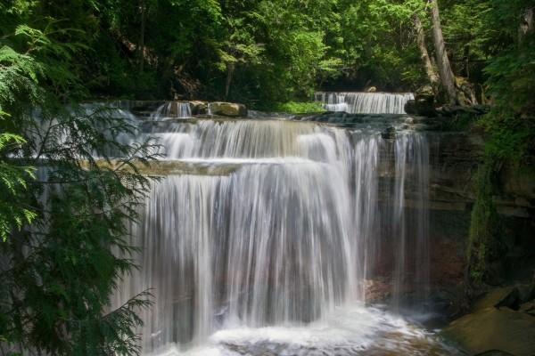 Bellas cascadas en la naturaleza