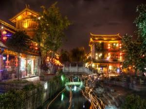 Postal: Luces en un río de oriente