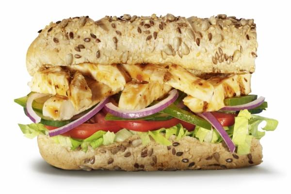 Bocadillo de pan de pipas relleno de pollo y vegetales