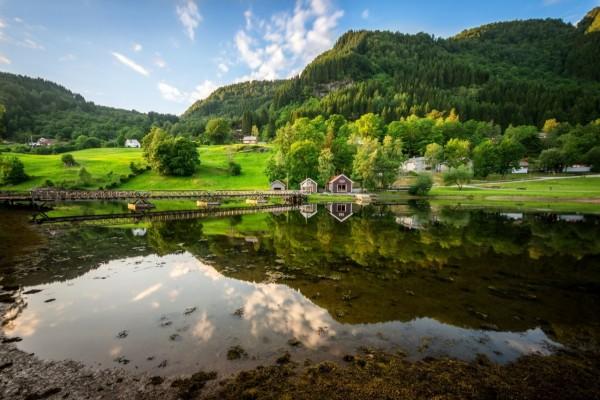 Extraordinario paisaje en el lago Flekke (Noruega)