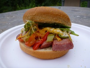 Postal: Hamburguesa de salchicha y vegetales