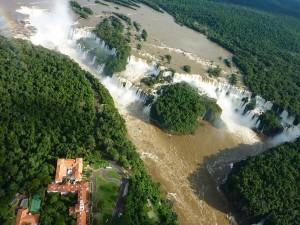Cataratas del Iguazú vistas desde un helicóptero (Argentina)