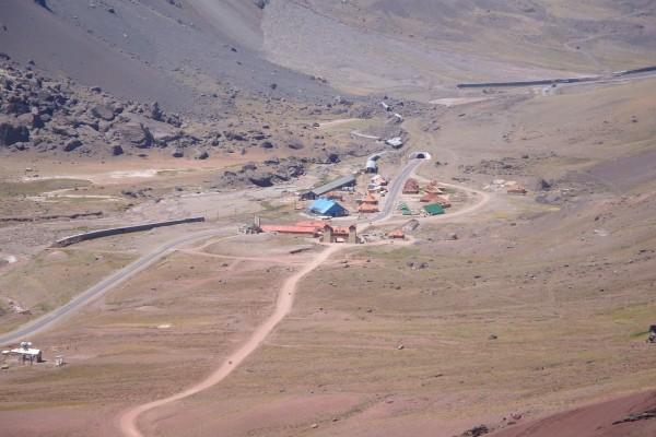 Las Cuevas desde el camino al Cristo Redentor (Mendoza, Argentina)