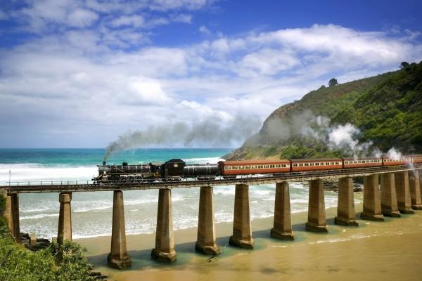 Un tren sobre el mar