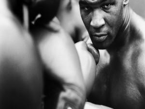 Postal: Mike Tyson boxeando