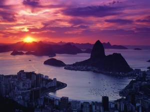 Postal: El sol se va apagando detrás de las montañas