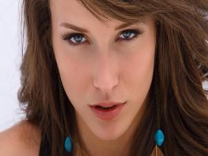 Postal: La mirada de Malena Morgan