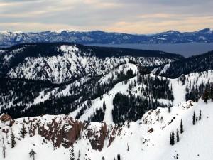 Postal: Vista de las montañas nevadas