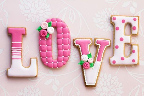 """Galletas formando la palabra """"Love"""""""