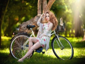 Mujer sobre una bicicleta