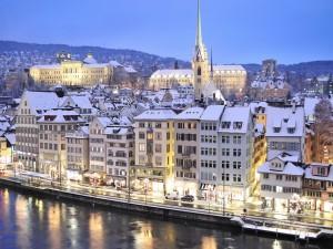 Postal: Noche de invierno en Zúrich (Suiza)