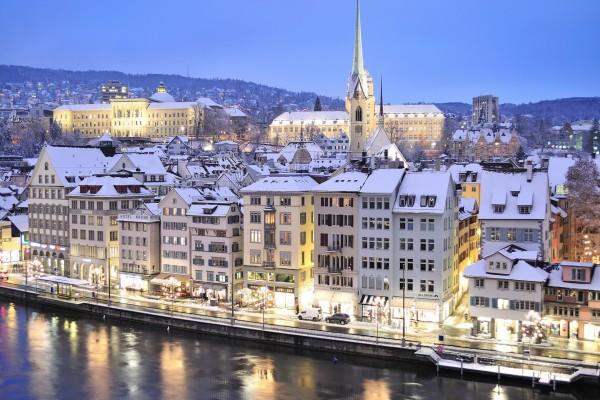 Noche de invierno en Zúrich (Suiza)