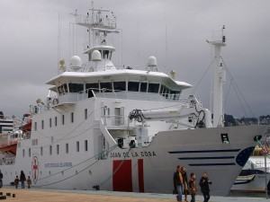 Postal: El buque hospital Juan de la Cosa atracado en el Puerto de Vigo