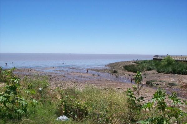 Desembocadura del arroyo Raggio en el Río de la Plata (Argentina)