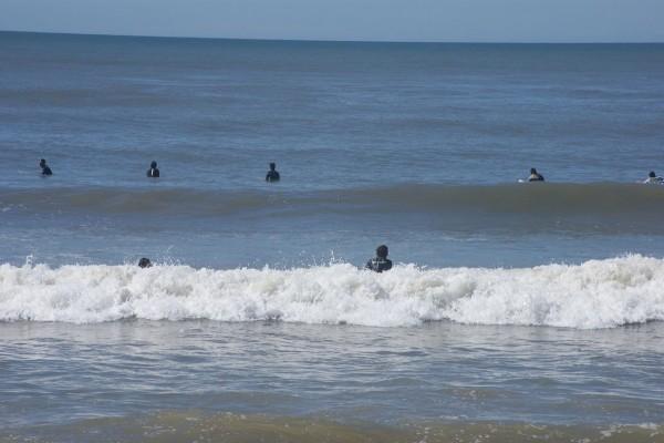 Surfistas en Playa Brava (Uruguay)