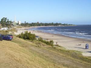 Postal: Playa y ciudad de Atlántida (Uruguay)